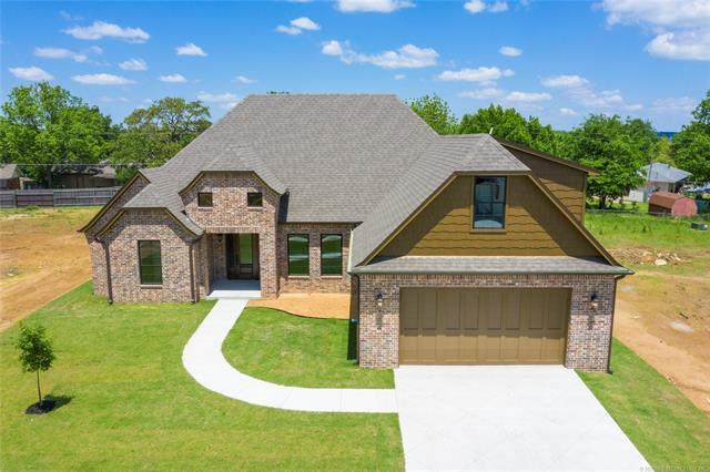 17 E 32nd Street, Sand Springs, OK 74063 (MLS #2026389) :: RE/MAX T-town