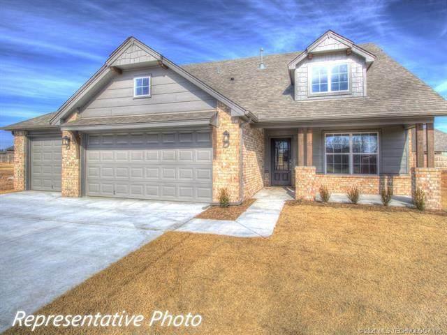 9004 N 64th East Avenue, Owasso, OK 74055 (MLS #2026683) :: Hometown Home & Ranch