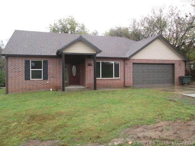 302 N Garrison Avenue, Fort Gibson, OK 74434 (MLS #2027584) :: 918HomeTeam - KW Realty Preferred