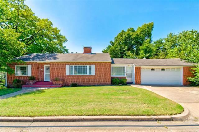 215 E 15th Street, Bartlesville, OK 74003 (MLS #2028021) :: 918HomeTeam - KW Realty Preferred