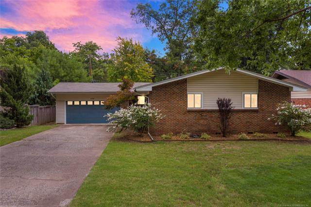 5235 S Columbia Avenue, Tulsa, OK 74105 (MLS #2028607) :: Hopper Group at RE/MAX Results