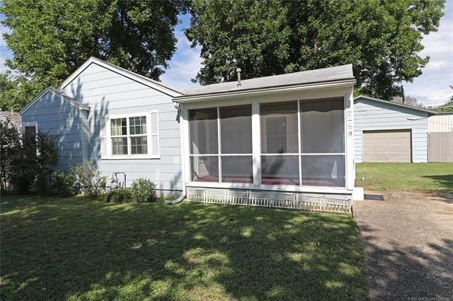 224 NE Queenstown Avenue, Bartlesville, OK 74006 (MLS #2028700) :: 918HomeTeam - KW Realty Preferred