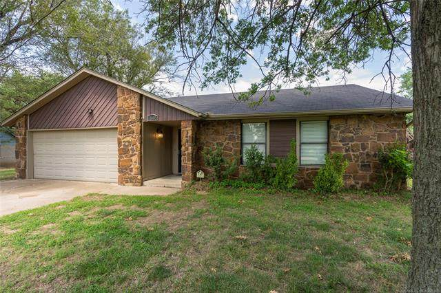 11005 E 112th Street North, Owasso, OK 74055 (MLS #2028934) :: Hopper Group at RE/MAX Results