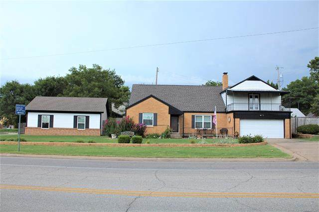 1729 Hillcrest Drive, Bartlesville, OK 74003 (MLS #2028943) :: Hopper Group at RE/MAX Results