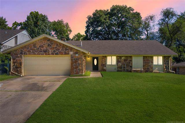 5715 E 64th Street, Tulsa, OK 74136 (MLS #2029014) :: 918HomeTeam - KW Realty Preferred