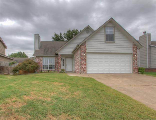 1715 W El Paso Place, Broken Arrow, OK 74012 (MLS #2029073) :: Hopper Group at RE/MAX Results