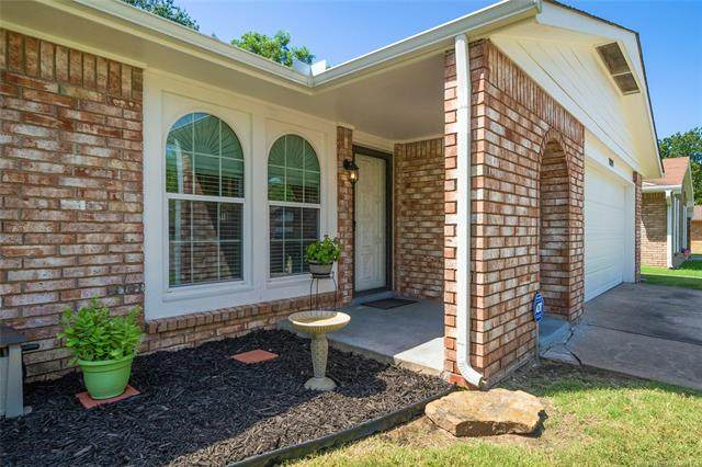 1109 W Oakridge Street, Broken Arrow, OK 74012 (MLS #2029081) :: Hopper Group at RE/MAX Results