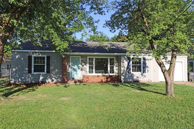 2105 S Dewey Avenue, Bartlesville, OK 74003 (MLS #2029295) :: 918HomeTeam - KW Realty Preferred