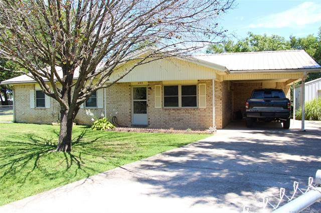 205 NW 2nd Street, Red Oak, OK 74563 (MLS #2030000) :: 918HomeTeam - KW Realty Preferred