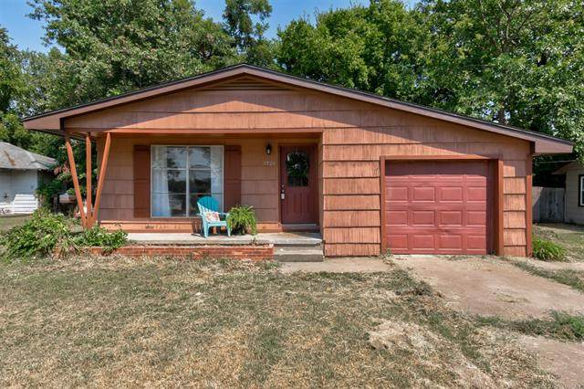 1926 S Johnstone Place, Bartlesville, OK 74003 (MLS #2030228) :: 918HomeTeam - KW Realty Preferred