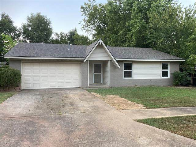1004 E Pecan Lane, Claremore, OK 74017 (MLS #2030953) :: Hopper Group at RE/MAX Results