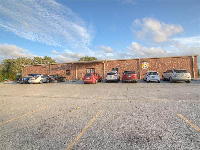 7822 W Parkway Boulevard, Tulsa, OK 74127 (MLS #2031241) :: Active Real Estate