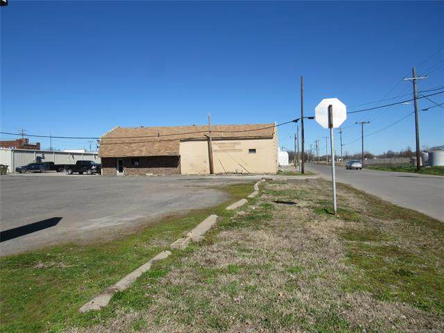 201 W Gentry Street, Checotah, OK 74426 (MLS #2031355) :: Active Real Estate