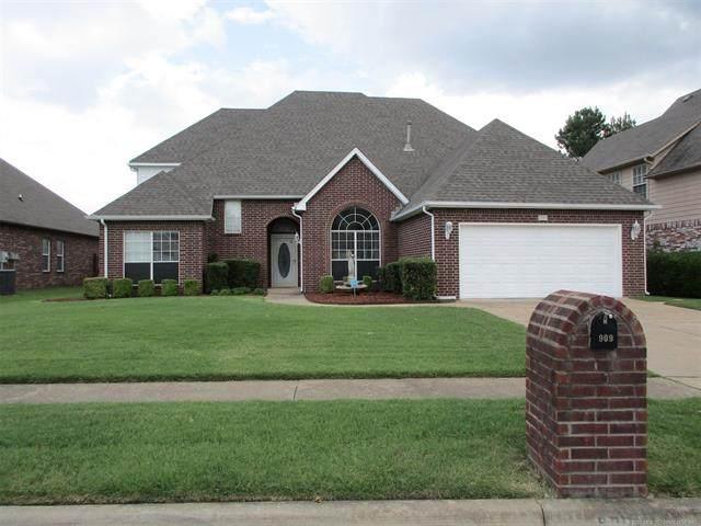909 N Butternut Avenue, Broken Arrow, OK 74012 (MLS #2031673) :: Hometown Home & Ranch