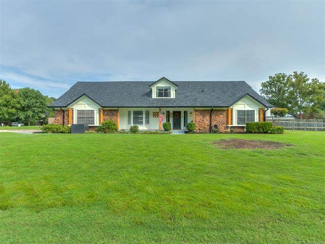 750 W 97th Place S, Jenks, OK 74037 (MLS #2033385) :: 918HomeTeam - KW Realty Preferred