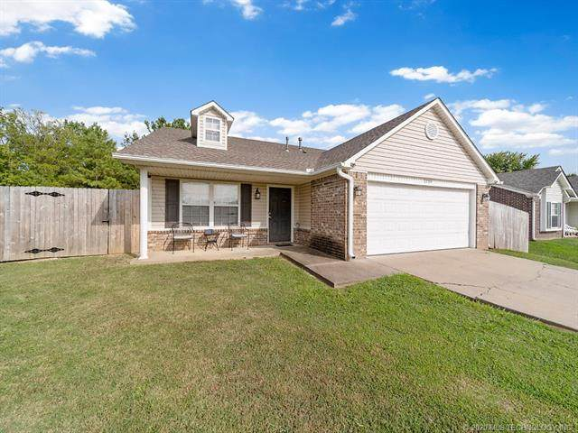2204 N Chambers Terrace, Claremore, OK 74017 (MLS #2033911) :: Hometown Home & Ranch