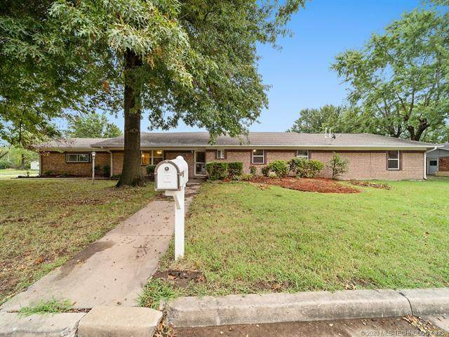 901 Colonial Drive, Pryor, OK 74361 (MLS #2034104) :: Active Real Estate