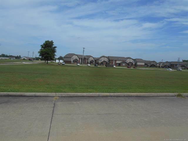 S Yorkshire Avenue, Wagoner, OK 74467 (MLS #2034376) :: Hometown Home & Ranch