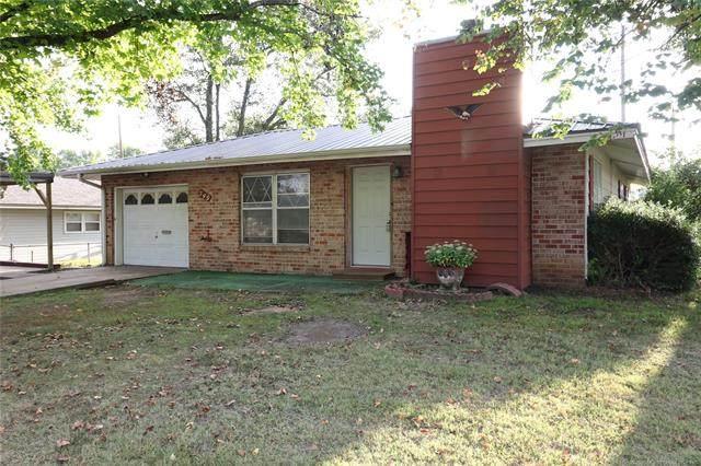 549 S Oak Street, Nowata, OK 74048 (MLS #2034424) :: Hometown Home & Ranch