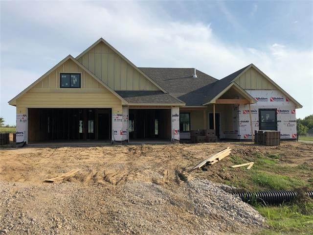 2425 W Cedar Street, Collinsville, OK 74021 (MLS #2034437) :: Active Real Estate