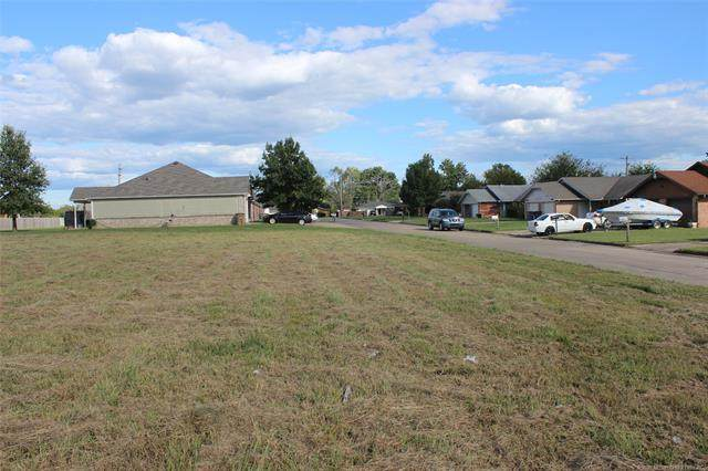 SW 2nd Street, Wagoner, OK 74467 (MLS #2035006) :: Hopper Group at RE/MAX Results