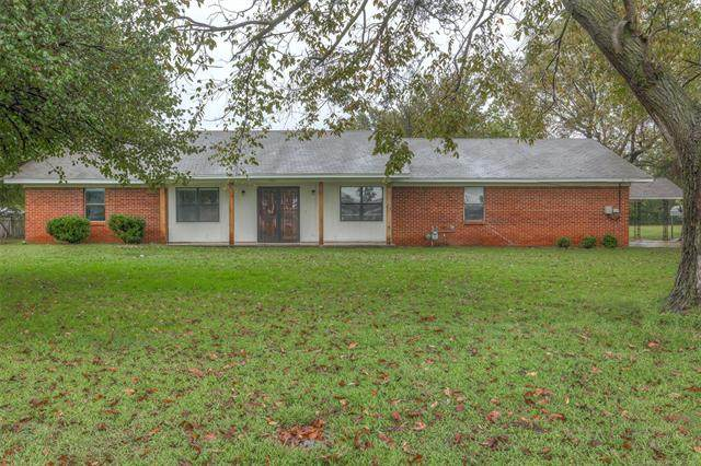 702 NW 1st Street, Wagoner, OK 74467 (MLS #2035070) :: Hopper Group at RE/MAX Results