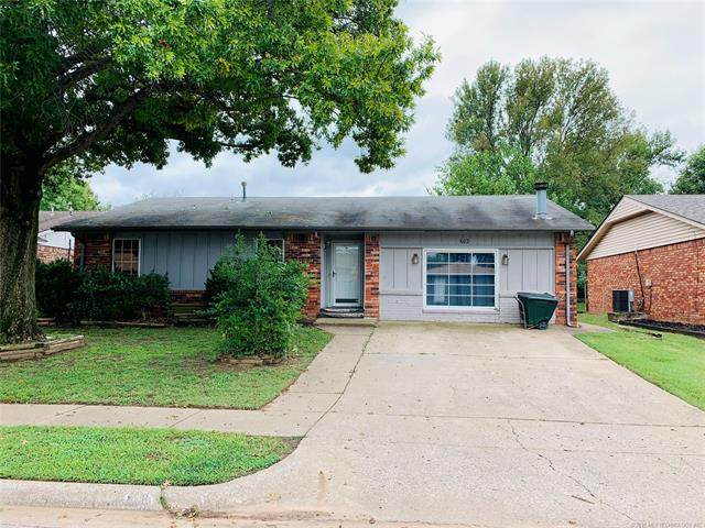 602 W 26th Street, Sand Springs, OK 74063 (MLS #2035123) :: Hopper Group at RE/MAX Results