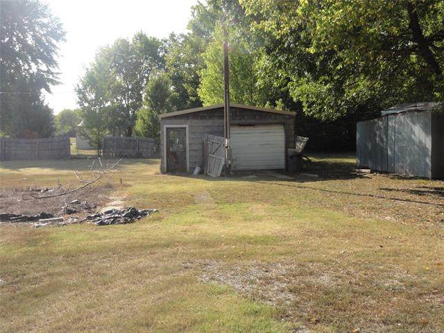 1120 S Pine Street, Nowata, OK 74048 (MLS #2035174) :: 918HomeTeam - KW Realty Preferred