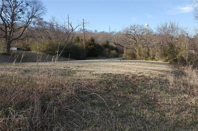 202 E Lewis Street, Henryetta, OK 74437 (MLS #2035432) :: Hometown Home & Ranch