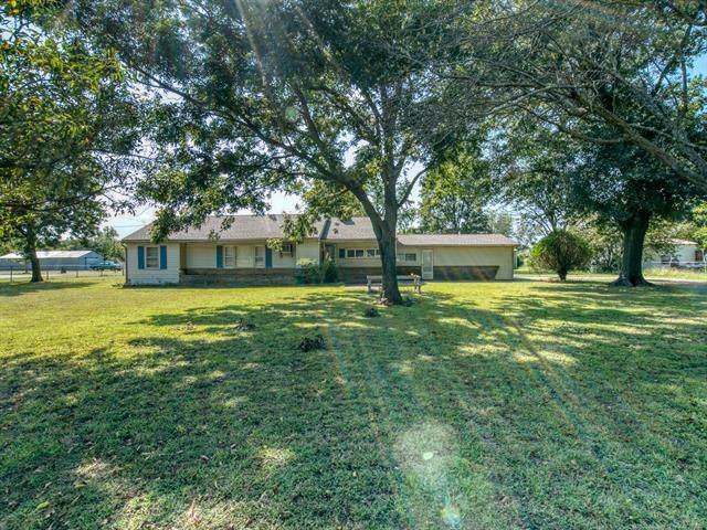 15780 Old Morris Hwy, Okmulgee, OK 74447 (MLS #2035493) :: Active Real Estate