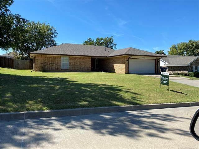 1325 Whispering Hills, Ada, OK 74820 (MLS #2035846) :: Hometown Home & Ranch