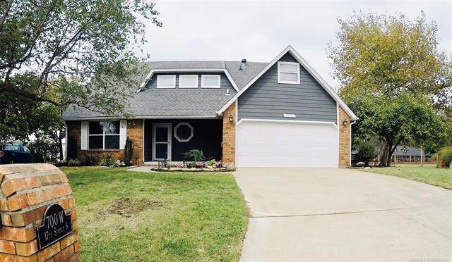 700 W 17th Street, Claremore, OK 74019 (MLS #2035867) :: Hometown Home & Ranch