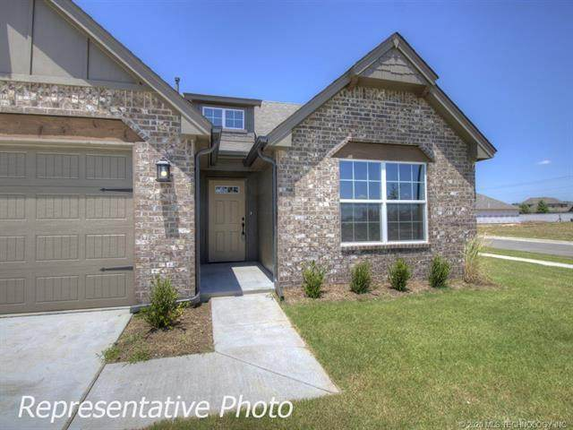 9001 N 63rd East Avenue, Owasso, OK 74055 (MLS #2036587) :: Hometown Home & Ranch