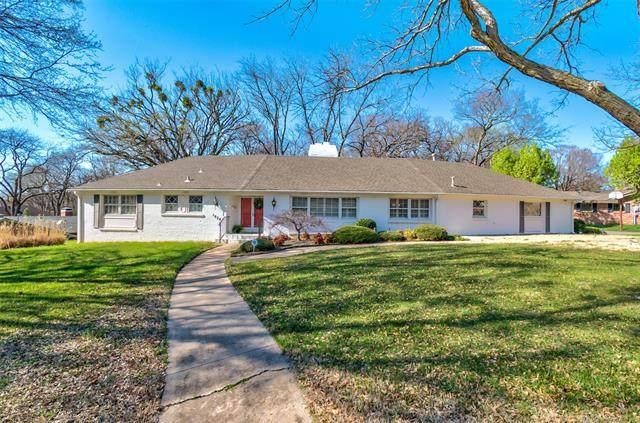 1824 Moonlight Drive, Bartlesville, OK 74006 (MLS #2037128) :: Active Real Estate