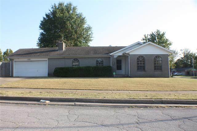 12104 E 36th Place, Tulsa, OK 74146 (MLS #2037210) :: Hometown Home & Ranch