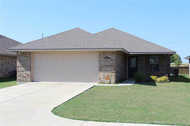 240 Cottonwood Street, Calera, OK 74730 (MLS #2037272) :: Active Real Estate