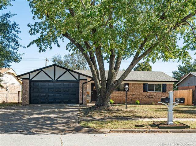 4819 S Spruce Drive, Sand Springs, OK 74063 (MLS #2037585) :: 918HomeTeam - KW Realty Preferred