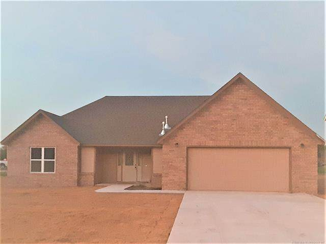 320 Tribute Trail, Chouteau, OK 74337 (MLS #2037590) :: 918HomeTeam - KW Realty Preferred