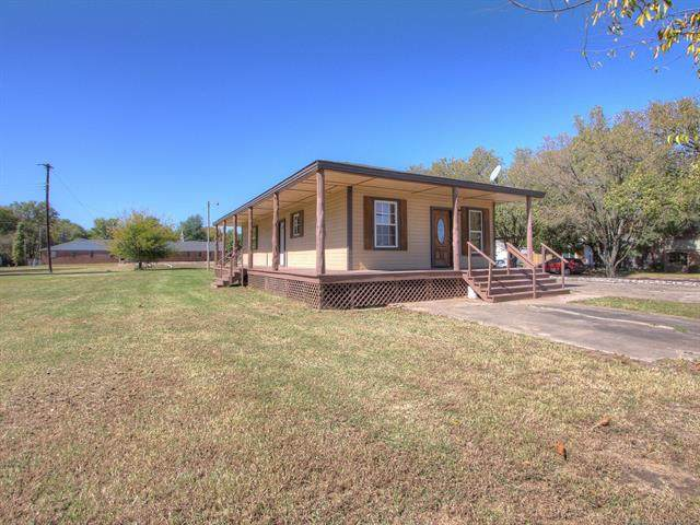 201 S Choctaw Avenue, Haskell, OK 74436 (MLS #2037720) :: Hometown Home & Ranch