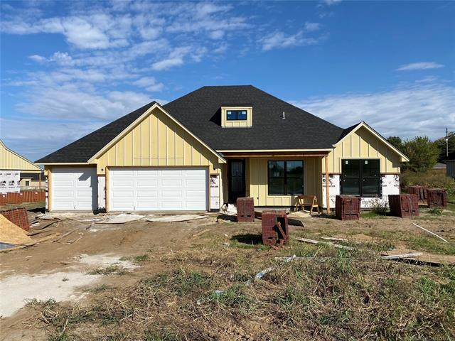 2318 W Maple Street, Collinsville, OK 74021 (MLS #2037826) :: Hopper Group at RE/MAX Results