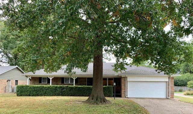 2118 E 55th Court, Tulsa, OK 74105 (MLS #2038211) :: Hometown Home & Ranch