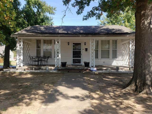 1201 E Fairview Avenue, Sapulpa, OK 74066 (MLS #2038728) :: 918HomeTeam - KW Realty Preferred
