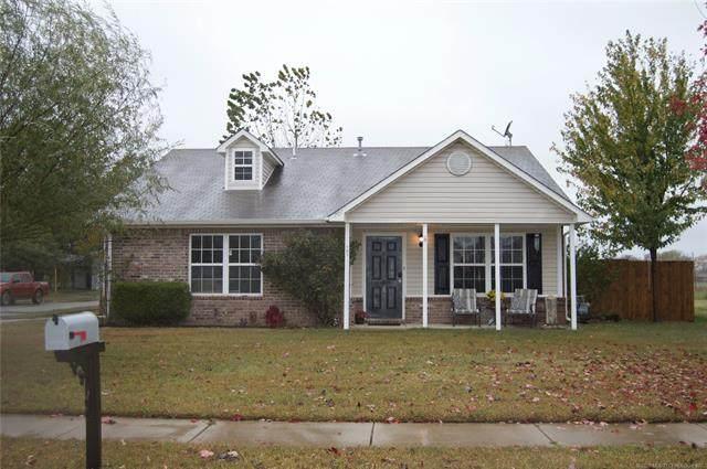 701 N Fenway Avenue, Bartlesville, OK 74006 (MLS #2038740) :: Hometown Home & Ranch