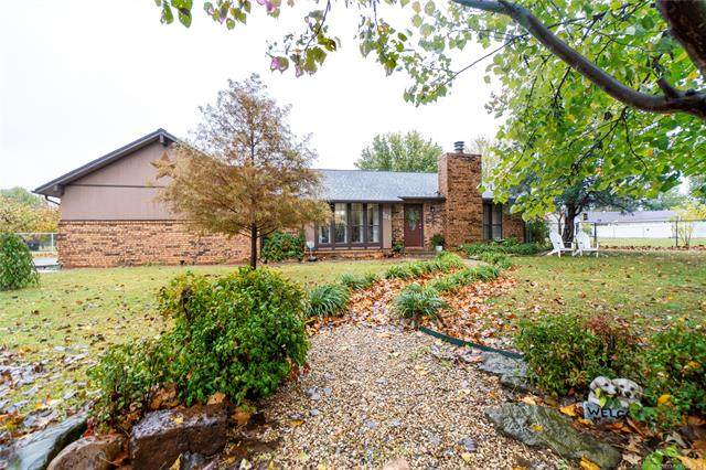 158 Sycamore Circle, Pryor, OK 74361 (MLS #2038853) :: 918HomeTeam - KW Realty Preferred
