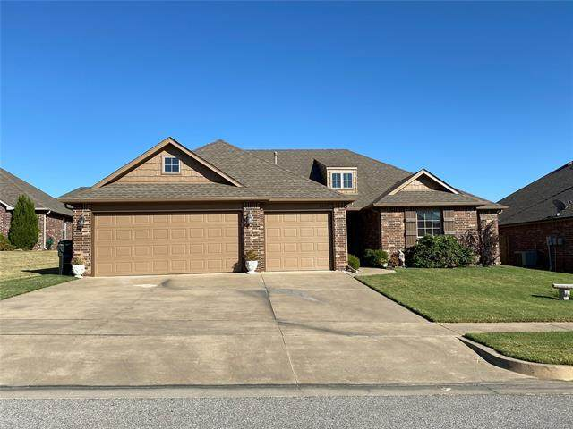 8425 N 76th East Avenue, Owasso, OK 74055 (MLS #2038989) :: Hopper Group at RE/MAX Results