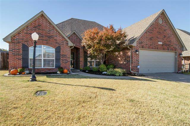 10220 N 141st East Court, Owasso, OK 74055 (MLS #2039227) :: Hopper Group at RE/MAX Results