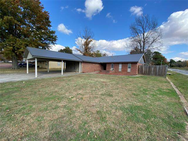710 Grimes, Holdenville, OK 74848 (MLS #2040526) :: Hometown Home & Ranch