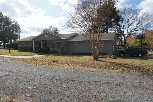 1001 S C Street, Henryetta, OK 74437 (MLS #2040559) :: Hopper Group at RE/MAX Results