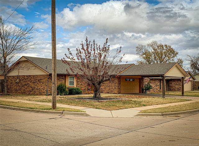 301 Lansbrook Road, Ponca City, OK 74601 (MLS #2040610) :: Hometown Home & Ranch