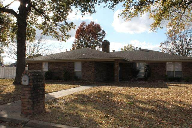 1701 Red Bud Lane, Mcalester, OK 74501 (MLS #2040747) :: RE/MAX T-town